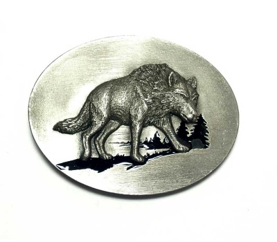 Buckle with wolf design
