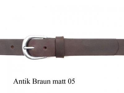 Belt with rounded, silver coloured matt finish buckle