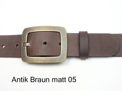 Leather belt with vintage style brass coloured buckle