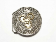 Round buckle with celtic triscele design